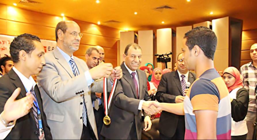 ميدالية تقديرية من وزير التربية والتعليم